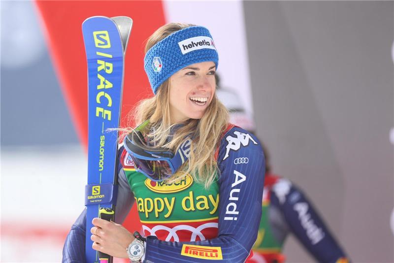 La Borgarina Marta Bassino Sul Gradino Piu Alto Del Podio Nella Prima Gara Di Slalom Gigante